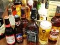 各種アルコールのご用意もございます!お酒のお供にはタンドリーチキンなど様々なお酒に合うスナックもございます!