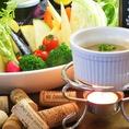 岡山産のお野菜を中心にお料理をご提供。直接契約農家さんから仕入れています♪食材にこだわり安心安全なお料理をサービスできるように、日替りのオススメ料理をご準備してお待ちしております。