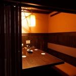 【行灯が醸しだす落ち着いた雰囲気】テーブル席も個室感覚で利用できるのが嬉しい…