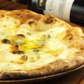 料理メニュー写真クアトロフォルマッヂ(イタリア産4種のチーズ)ハチミツ付き(Sサイズ 850円)