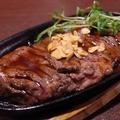 料理メニュー写真メガ肉汁牛ハラミステーキ
