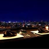 正面に夜景を望む一番人気のカウンター席