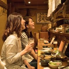 実は女性のお客様も多いんですよ♪カウンター女子会で店主との会話を楽しんで☆