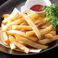 料理メニュー写真鶏の唐揚げ/山盛りポテトフライ