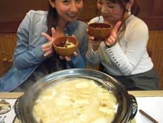 天然すっぽんを美味しく綺麗な澄んだスープ.時間をかけ丁寧に作った濁りの無いスープうす黄緑色の雑味のない天然すっぽんスープです。2人で一升のお酒を使い時間をかけ育て上げたスープがベースとなった雑炊は日本料理の技でより美味しく、ふわふわ・トロトロに仕上げます.技の違いをご賞味ください。