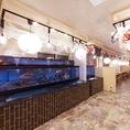 店内には大きな水槽があり、鮮度抜群の料理をお楽しみいただけます。