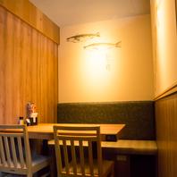 少人数向け4名テーブル個室片側ベンチシート※店内禁煙