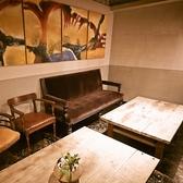 雰囲気のあるモダンな店内にアンティークな家具は、非日常的な気分を味わえます♪