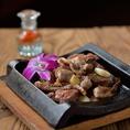芋んちゅではお酒と相性抜群の本格的な九州・沖縄料理を数多くご用意しております。もつ鍋、明太子、馬刺などを280円(税抜)~と非常にリーズナブルに提供しております!当店でしか頂けないメニューも数多くございますのでまずはお問合せ下さい。