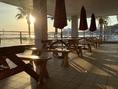 早い時間帯でのディナーでは夕日を眺めながら食事が楽しめます♪