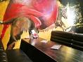 スペインの情熱を感じる壁画が印象的な個室