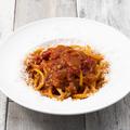 料理メニュー写真甘い玉葱とイタリア産ベーコンのアマトリチャーナ風ブガティーニ