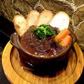 料理メニュー写真牛すじ肉の赤ワインデミ煮込み