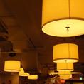 夜は照明を抑えてムーディーな雰囲気に。オシャレな空間で自由な時間を。