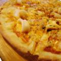 料理メニュー写真シーフードたっぷりピザ