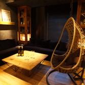 ハンモックチェア、ソファ完備のルーム。15名様ご利用可能、飲放題込3000円~!~新宿 完全個室 貸切 パーティー 宴会 ORIENTAL LOUNGE 新宿東口歌舞伎町 ~