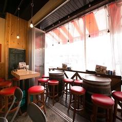 テーブル◆当店は全席喫煙可のため、未成年者のお客様のご来店をご遠慮いただいております。
