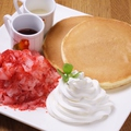 料理メニュー写真数量限定!フローズンいちごのパンケーキセット(ドリンク付き)