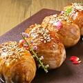 料理メニュー写真炭火焼き肉巻きおにぎり(1個)