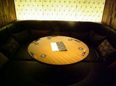 ふかふかソファーの個室です。6名様まで可