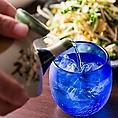 沖縄を代表する工芸品のひとつである琉球ガラス。独特の色彩とデザインは南国沖縄を象徴する産品となっています。ぽってりと厚みのある形は、泡盛をロックや水割りで飲むときにおすすめです♪当店では全100種もの泡盛を取り揃えております♪
