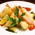 『フリットミスト』 フリット・ミストは魚介類、野菜の揚げものの盛り合わせ、温かいうちに、レモンをかけて召し上がれ♪