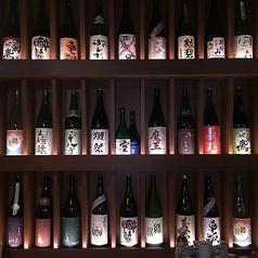★こだわりの日本酒★大将厳選の日本酒を各種取り揃えています♪地元のお酒に料理に合うお酒♪冷でも燗でもお楽しみいただけます♪大将おすすめ三方良し!人気銘柄福井の黒龍!他にも季節、旬に応じ色々取り揃えております!!