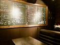 個室の大きな黒板には人気MENUがぎっしり♪