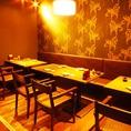4名様~8名様向けのテーブル席♪温かみのある照明で落ち着いた雰囲気を演出しております。飲み会や女子会に是非ご利用くださいませ!