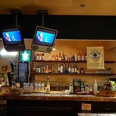 120種を超えるドリンク、マイスターのいるバーカウンターで美味しいクラフトビールを是非。