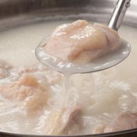 煮込んだ白濁スープ!水炊きが大人気!!【博多 居酒屋】