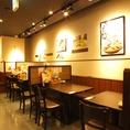 【神田】簡単に席替えできるテーブル席!急な人数変更も柔軟に対応致します♪<焼き鳥/居酒屋>