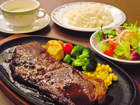 結婚式場併設の幸せオーラあふれる空間でいただく洋食・中華が人気のレストラン。