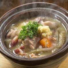 料理メニュー写真濃厚鶏白湯 塩もつ煮込み
