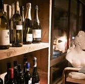 豊富にそろえたボトルワインは2000円~豊富に取り揃え。あけたてのボトルは香りが違います。