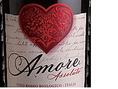 【Amore Assoluto/アモーレ・アッソルート】やわらかな口当たりと果実味に有機農法ワインの特徴があり、実にナチュラル。黒胡椒のようなスパイスを残し、飲みごたえのある味わい。