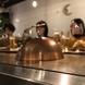 カウンター席は鉄板を目の前に食事ができる特等席