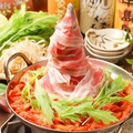 料理メニュー写真そびえ立つ!高さ23センチ肉タワー鍋