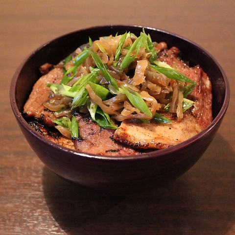 つけ麺と炭焼き豚丼 笑門