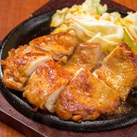 パリパリ食感がたまらない鶏モモ肉丸亀焼き