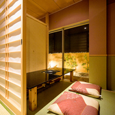 完全個室は全8部屋御座います。繋げたり区切ったりする事で様々なニーズにお応えできます。何名様でも完全個室でお寛ぎ下さい。