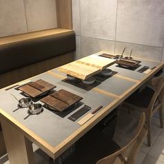 食べ飲み放題にぴったりの広いテーブル席!