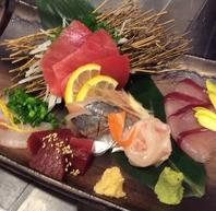 お通しが刺身盛り!朝仕入れの厳選鮮魚(写真で2人分)