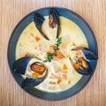 料理メニュー写真サーモンとムール貝のサワークリーム風味