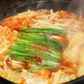 名物赤ピリ鍋はオールシーズン食べたい一品!辛い物を食べてデトックスしませんか?ピリ辛で食欲をそそられる人気のメニューとなっております☆宴会コースのメニューにも含まれていますので、各種ご宴会の際にコースとしてお楽しみ頂けます♪みんなで鍋をつっついて、心も身体もポカポカに★