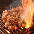 名物の味噌とんちゃんは豚の大腸と小腸のミックス。当店人気メニューです。コリコリして臭みがないのが特徴。もちろん、宴会コースのメニューにも含まれています★宴会コースは、2500円~多数ご用意しております。ご予算・ニーズに合わせてお選びください。豊田で焼肉宴会なら、豊田ホルモンへ♪