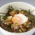 料理メニュー写真鶏つくねの半熟たまご丼