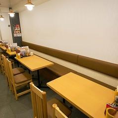 片側ソファーのテーブル席は最大14名様までOK!
