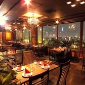 《喫煙・テーブル席》2名様から4名様テーブル、組み合わせて最大15名様までご案内可能。