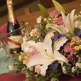 主役のテーブルにはかわいいお花を飾ります